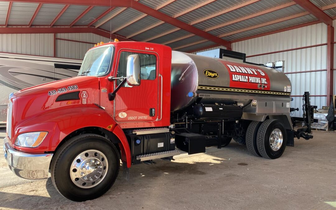 What Machines Are Used for Asphalt Paving?